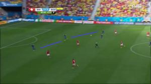 Głęboko ustawiona, niepełna linia obrony Ekwadoru (niebieskie linie, Paredes podłączył się do kontry). Za chwilę padnie gol na 2:1.