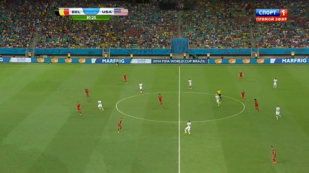 Klasyczny  dla drugiej fazy meczu obraz gry - wyraźny podział na strefy ataku i obrony, bez środka.