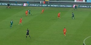Podobnie jak wyżej piłka zagrana przez Danielewicza między obrońcami i dobra ucieczka Flavio. Akcja, po której dojdzie do groźnej sytuacji pod bramką Barana.