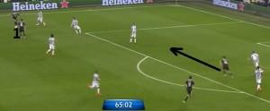 Rozpoczynanie akcji Realu szeroko na skrzydle w celu rozciągnięcia obrony. Ruch Hernandeza i zrobienie miejsca na stronie, na którą zostanie przeniesiona piłka.