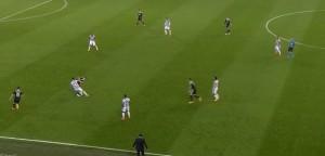 Pressing Juve w bocznej strefie boiska, przewaga liczebna w sektorze, 6 na 5 i nie wliczając Allegriego przy linii ;)