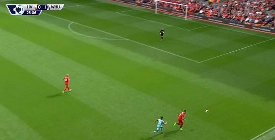 Drugi gol z Liverpoolem po wybyciu w boczny sektor i kontrolowanej stracie. Nacisk kładzie Lanzini, za chwilę dołączą do niego kolejni zawodnicy.