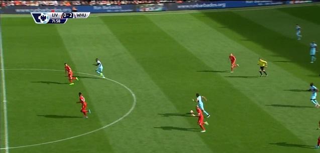 Ponownie, West Ham wyprowadza kontrę dwoma zawodnikami, Sakho ucieka do pierwszej linii a podaniem jeszcze sprzed połowy wypuści go Payet.
