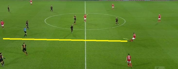 Bell często nawet mając wolne miejsce widząc urywającego się partnera w ataku, posyłał długą piłkę
